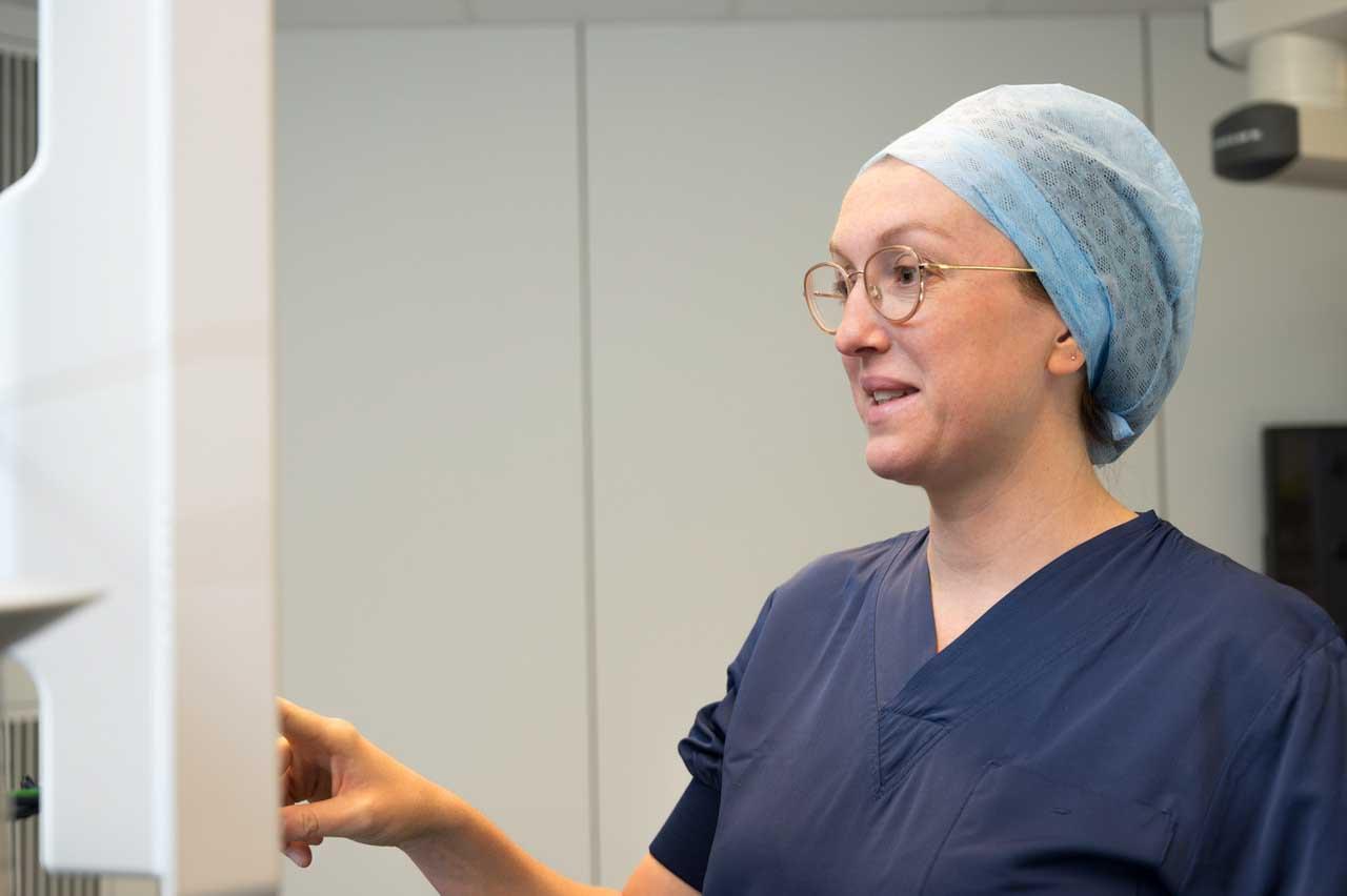 dr emmelie reynvoet in operatiekleding